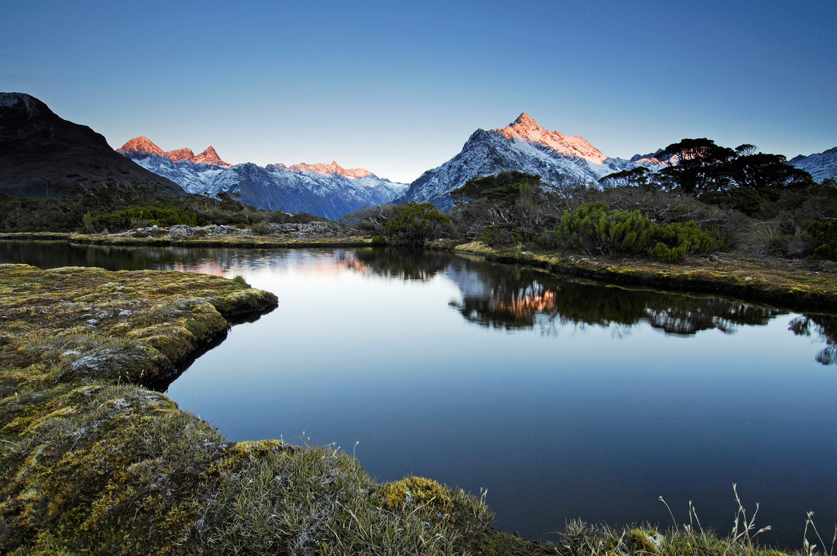 New zealand lake and mountains