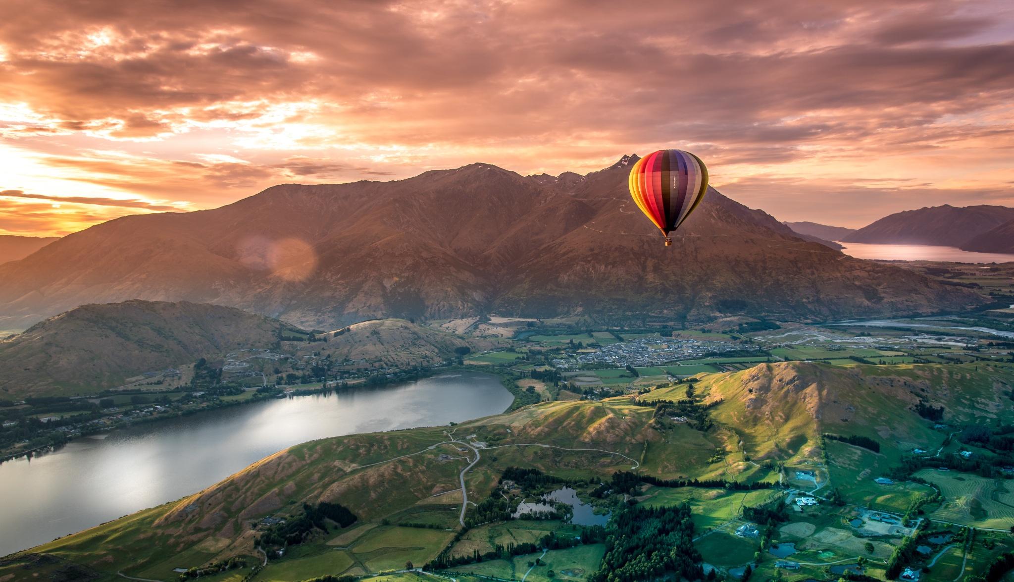 Hot air balloon trip at Queensland - NZ road trip activity