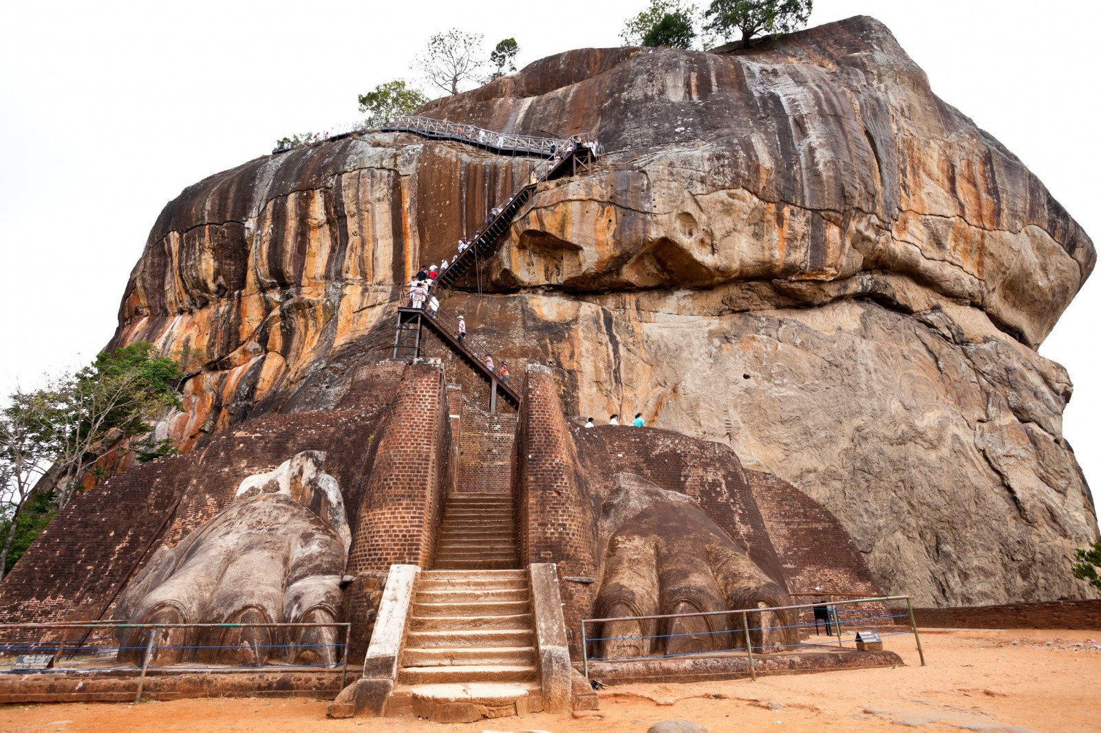 Sigiriya-Ruins-of-the-Lion-Mouth-entrance