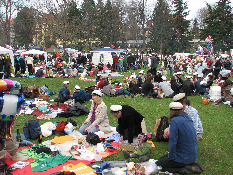 Kaivopuisto_Vappu_picnic_2008