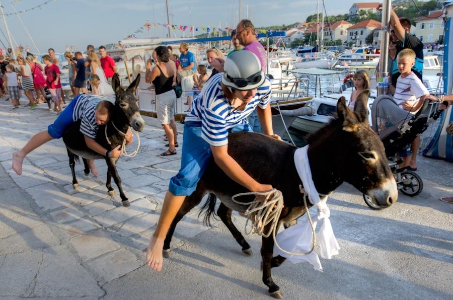 Donkey-Race-at-Sali_Go-See-Write