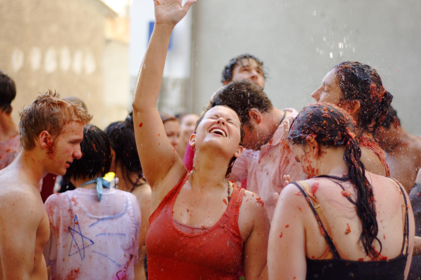 Washing off after La Tomatina festival
