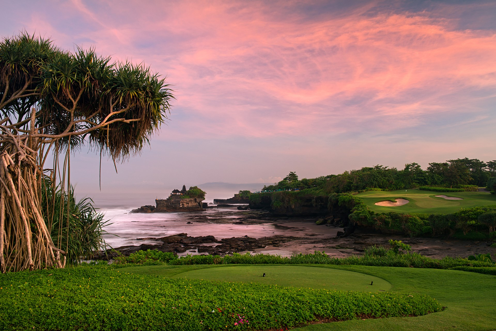 tanah-lot-temple-golfing-things-to-do-in-Bali