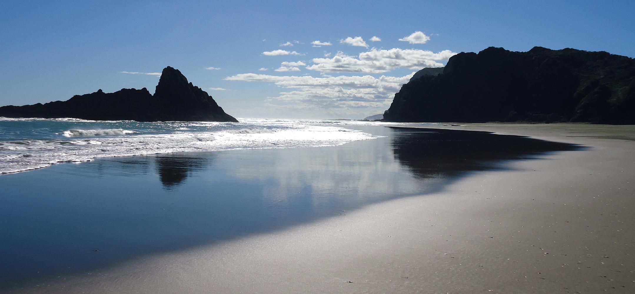 Karekare-beach-new-zealand