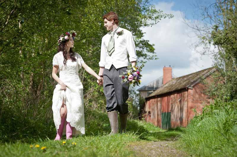 walking-weddings