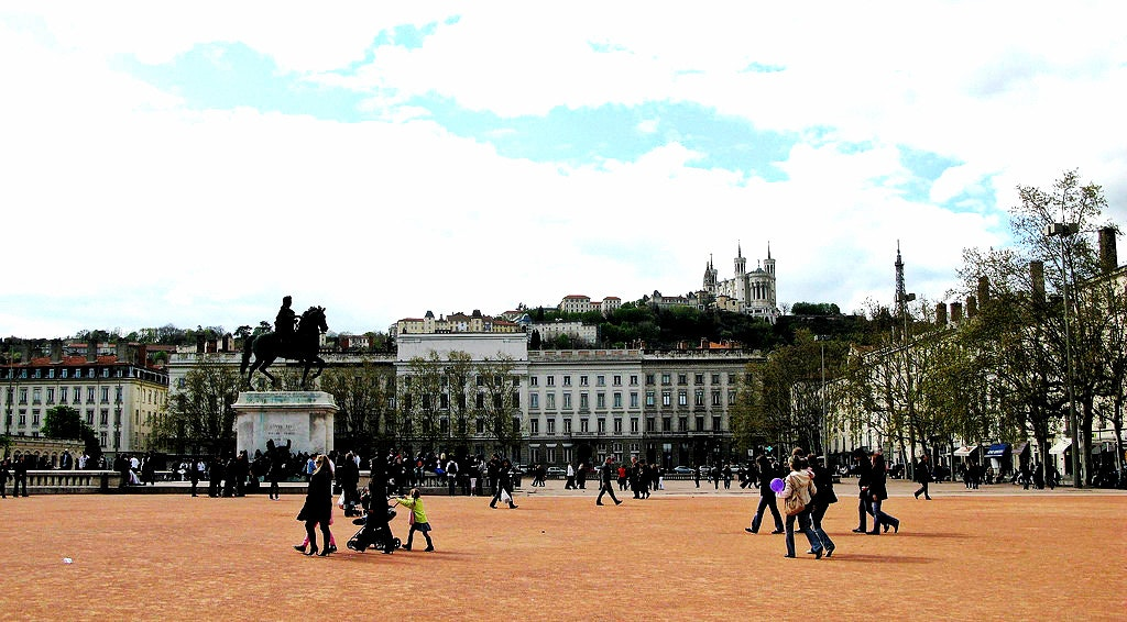 things to do in lyon, Place Bellecour