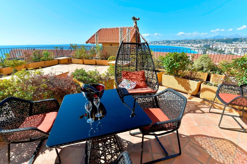 hotels in france, hotel la perouse