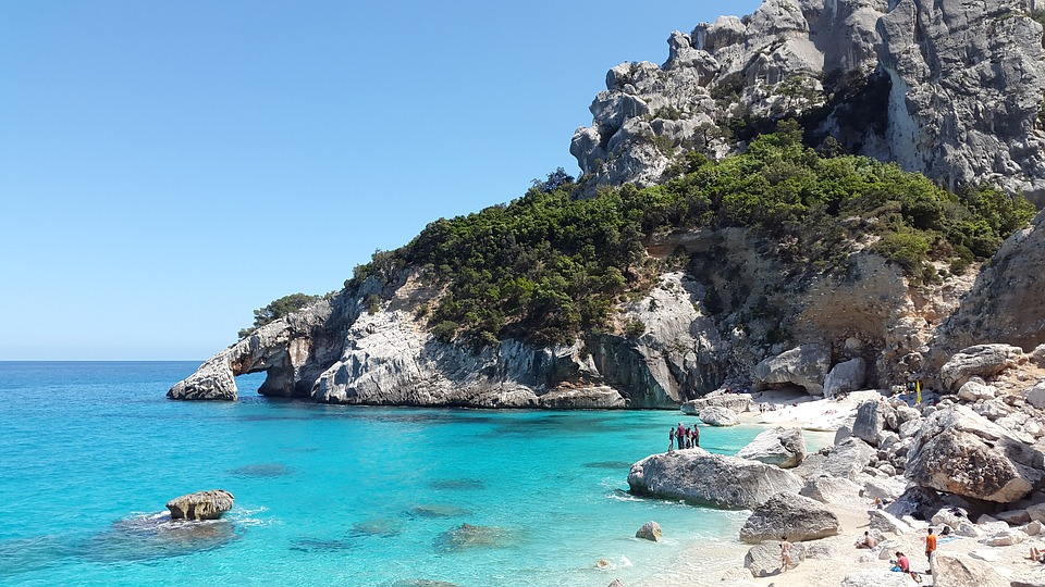 Baja Sardinia, places to visit in Italy with family