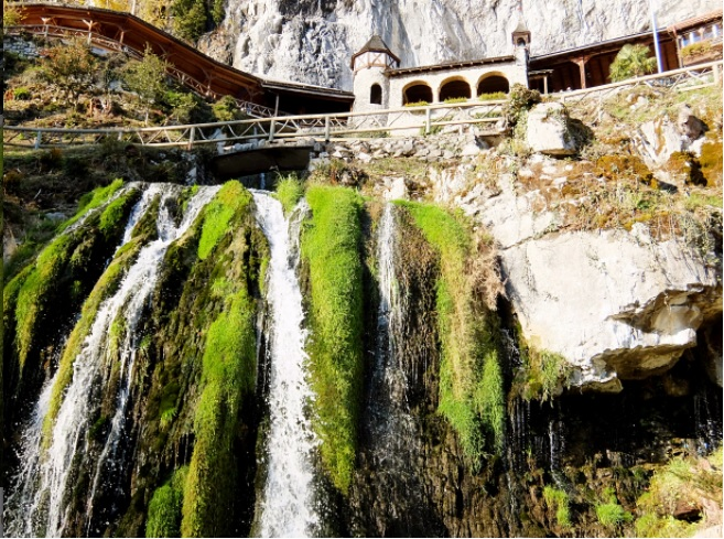 St Beatus Caves,Top things to do in Interlaken for a happy trip!