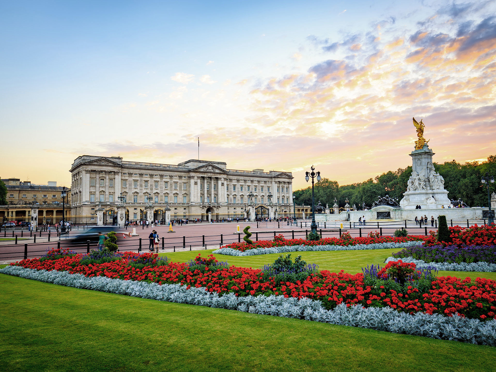Buckingham Palace,best places to visit in the UK