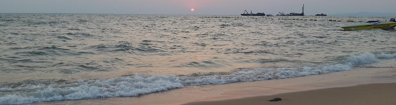 waves of Jomtien beach
