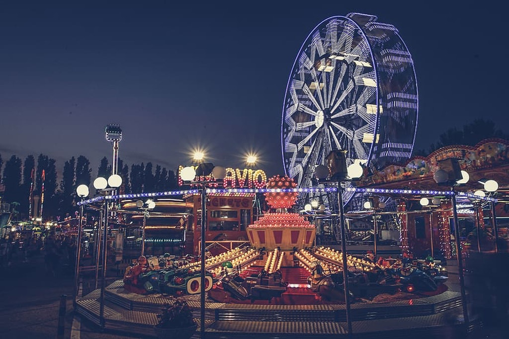London Theme park at night