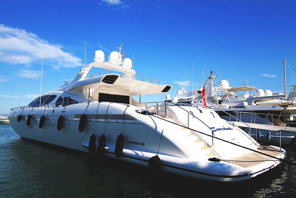private yacht Dubai