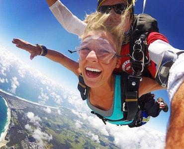 Sky diving in australia