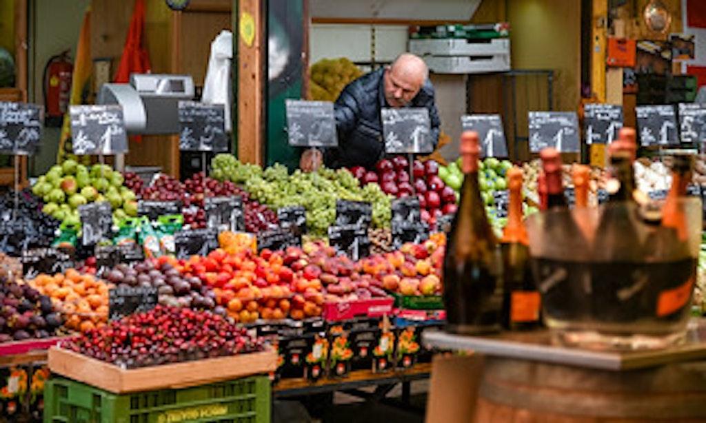 fruit stall in Naschmarkt