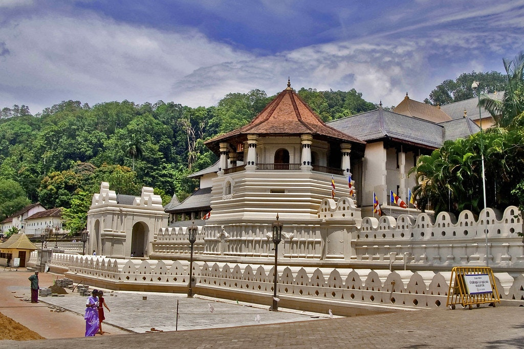 A beautiful picture of the temple of tooth Relic in Kandy