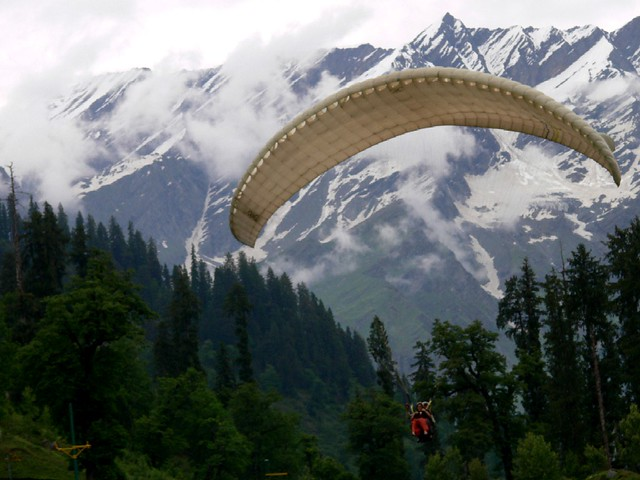 Paragliding in Manali, one of the top hill stations in India
