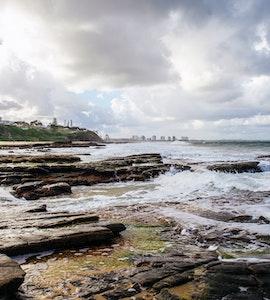 waves hitting the rocks in the sunshine coast