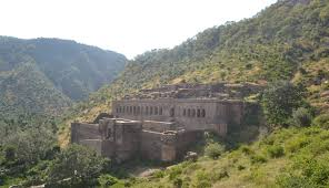 the aerial view of the Bhangarh fort