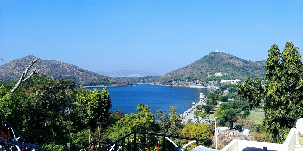 The spectacular view of the Fatehsagar Pal
