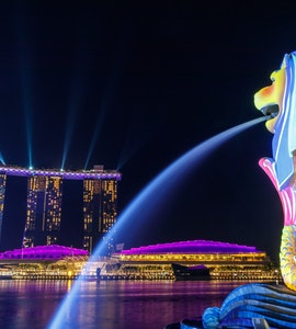 Merlion statue and the marina bay sands