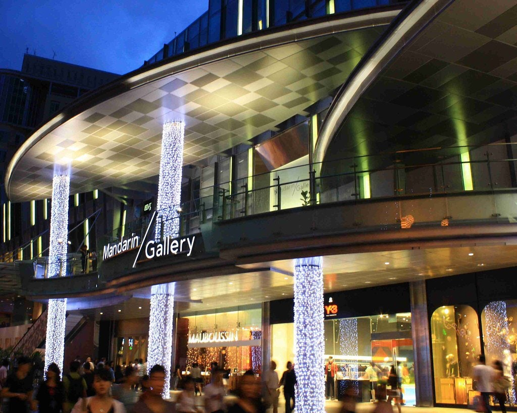 Brightly lit entrance of the mandarin gallery