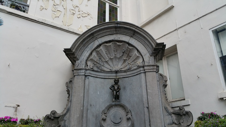 Manneken Pis statue at Belgium