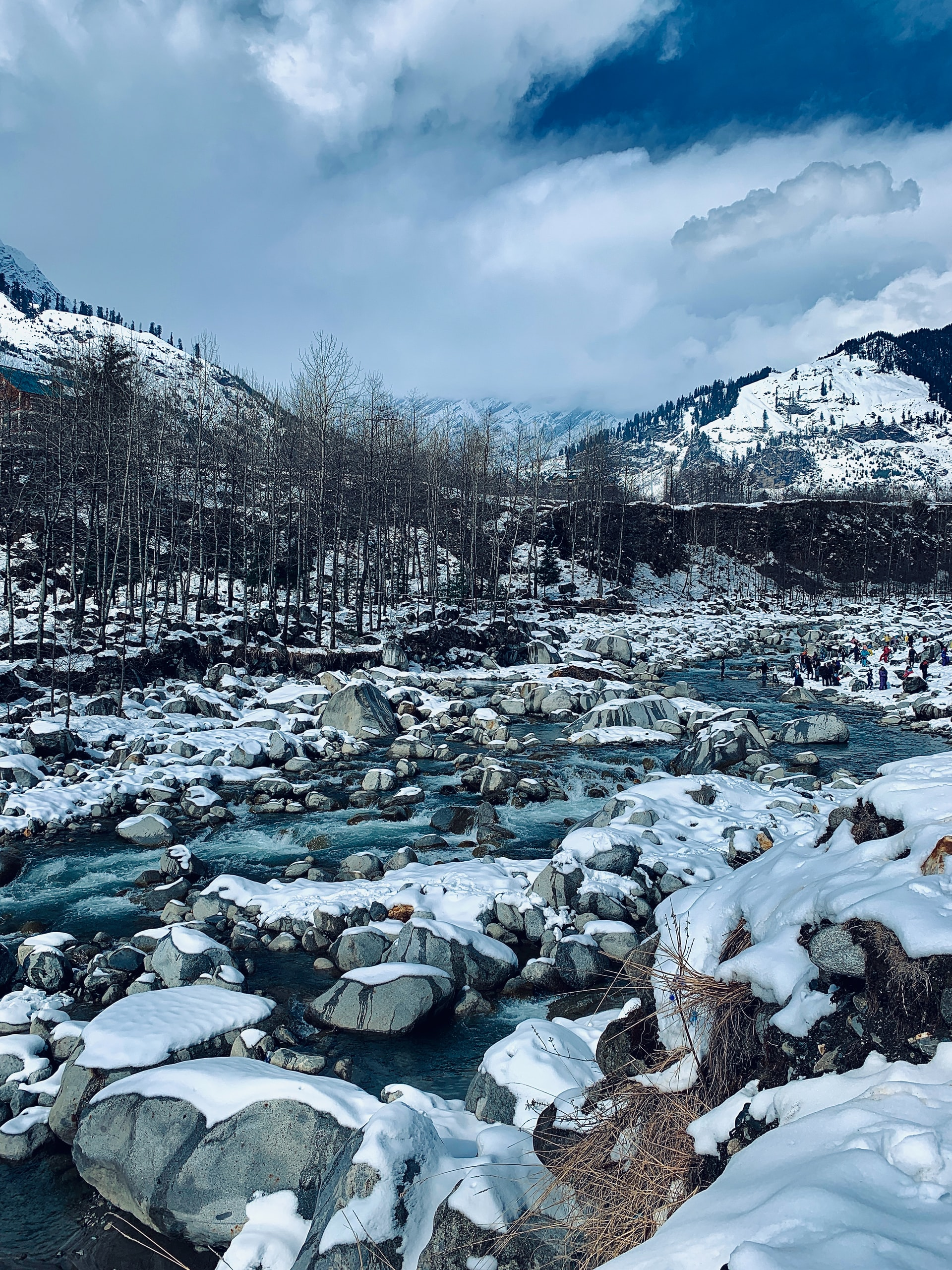 Lake of Solang Valley in Winters