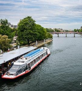 Cruise in Seine river