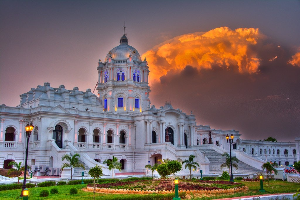 A breathtaking picture of Ujjayanta Palace