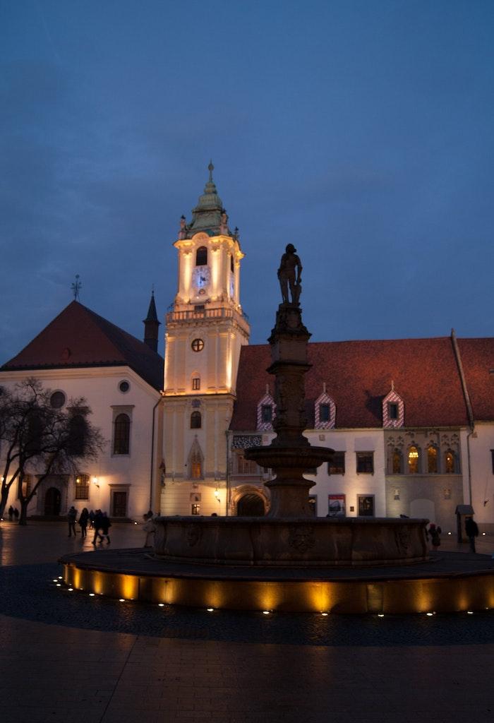 An amazing view of Maximilian's Fountain in night
