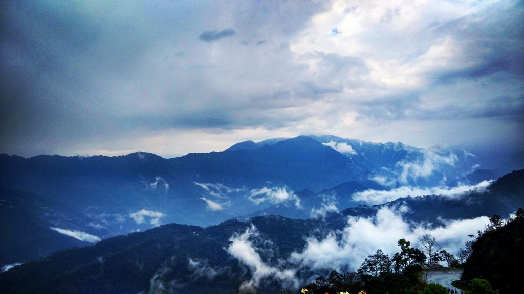 A beautiful picture of the mountains that was taken from Tashi View Point