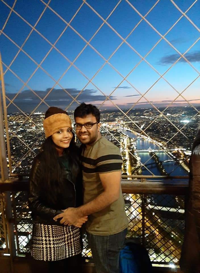 An amazing picture of a couple with happy smiles on their honeymoon vacation to Europe