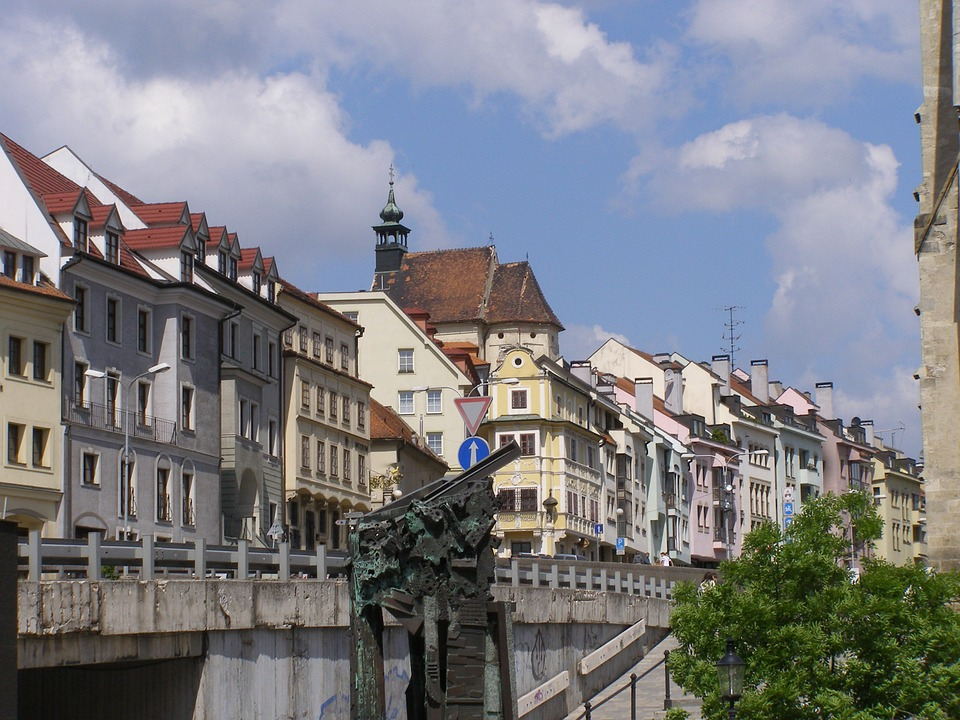 A picture of a row of historic buildings in the historic town of Bratislava