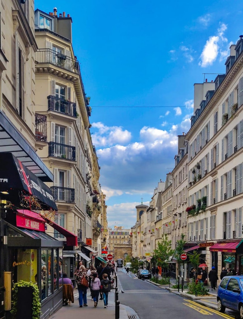 A picture that was taken in the streets of Paris