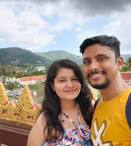 A beautiful picture of a couple that was clicked on their trip