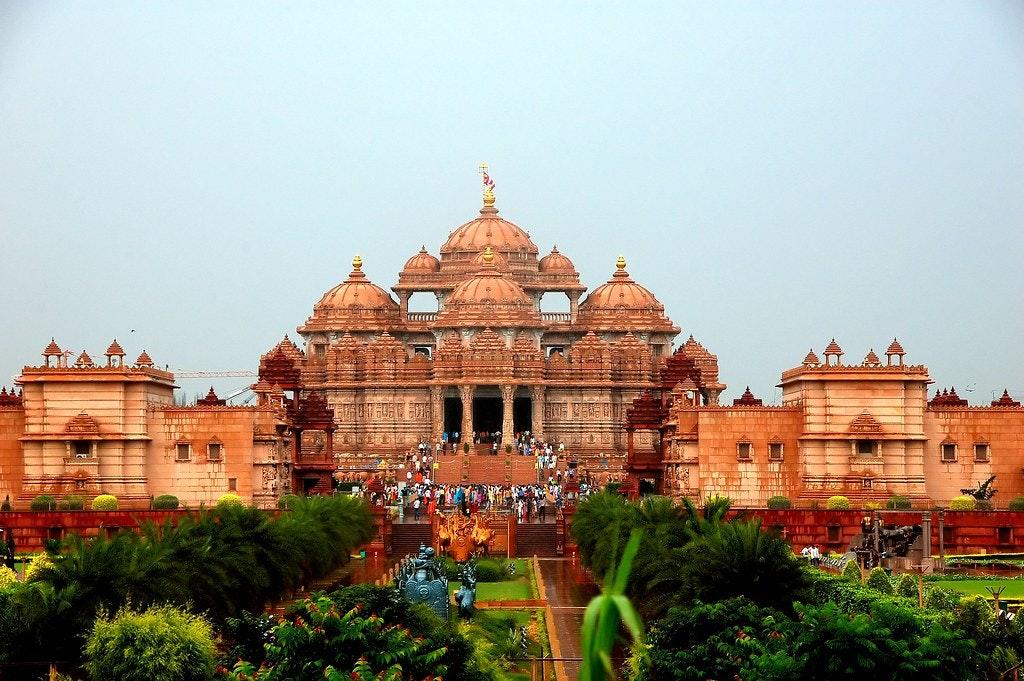 Akshardham temple with tourists