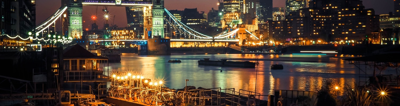 A stunning click of London Bridge in night