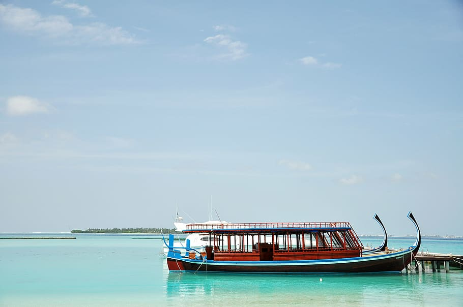 A picture of a Dhoni Cruise