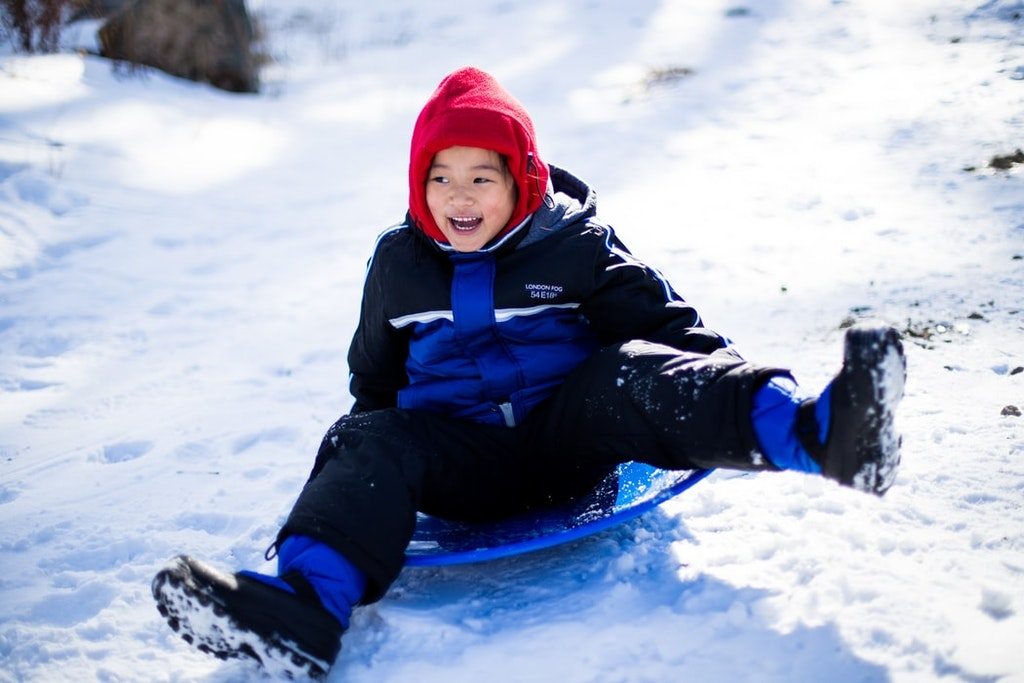 a kid playing in the snow