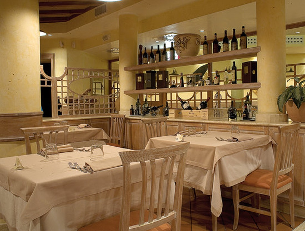 Tables in the Pappa reale café