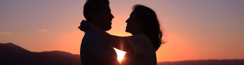 couple enjoying honeymoon at Kerala