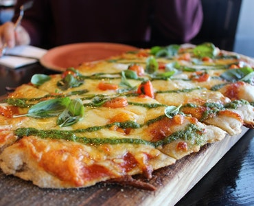 delicious pizza in the restaurants in Auckland
