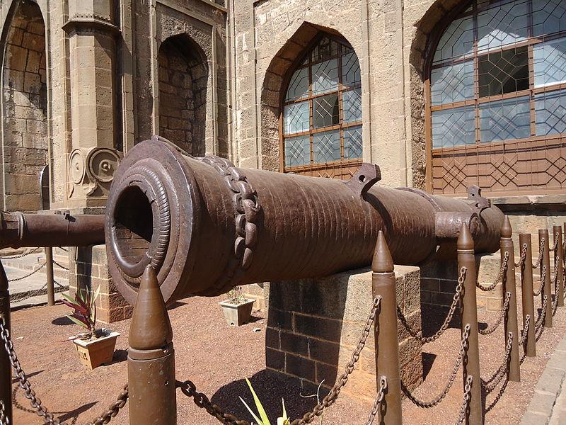 war equipment in Gol Gumbaz