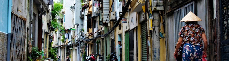 the empty train street in Hanoi
