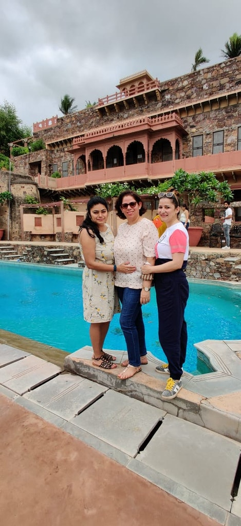 picture in front of the pool during staycation to Neemrana