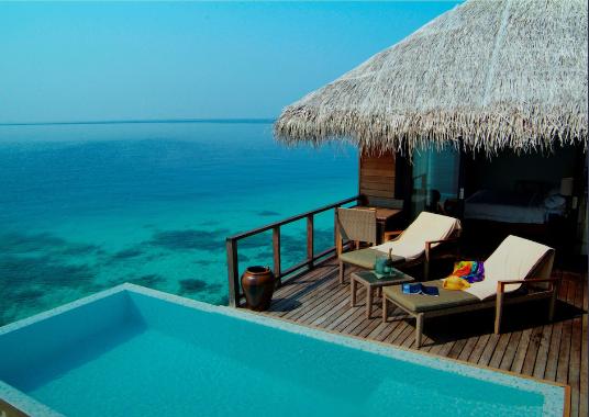 Coco Bodu Hithi private pool