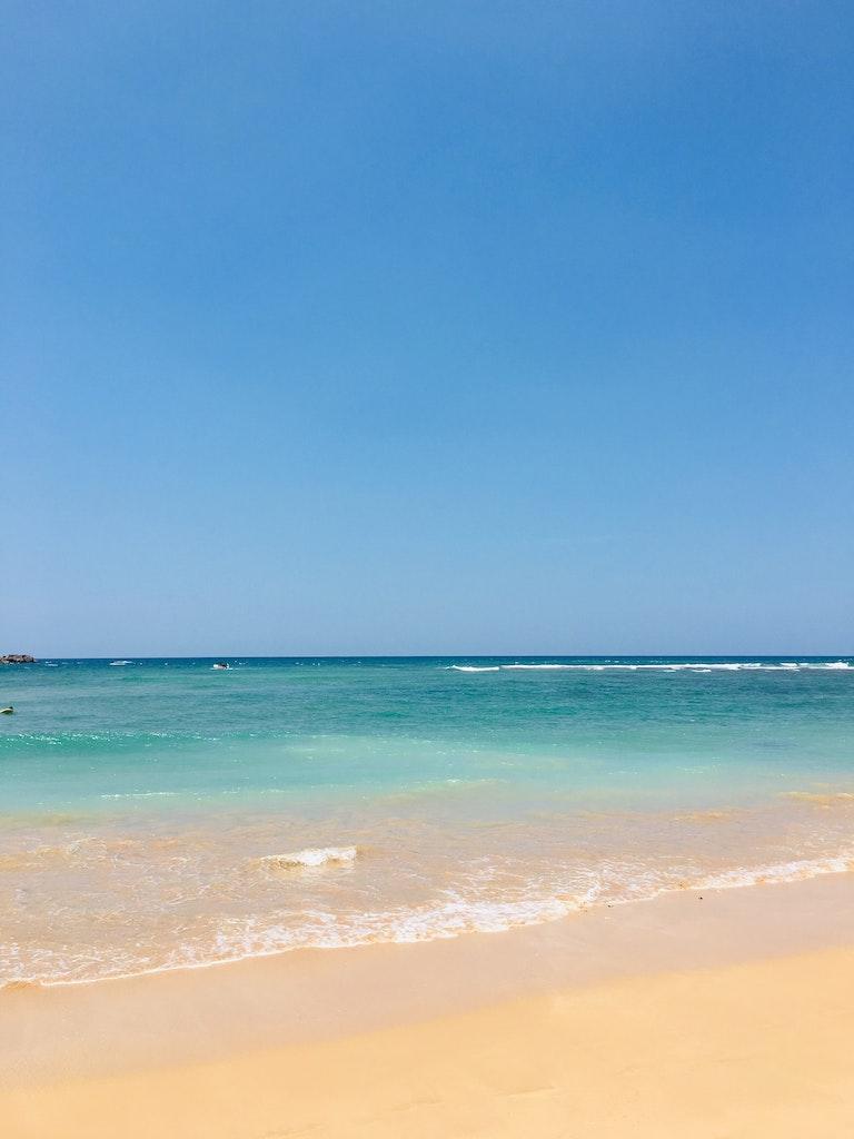 Blue waters in Hikkaduwa Beach