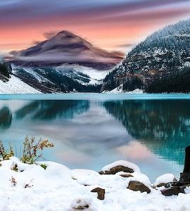 solo traveller near a lake
