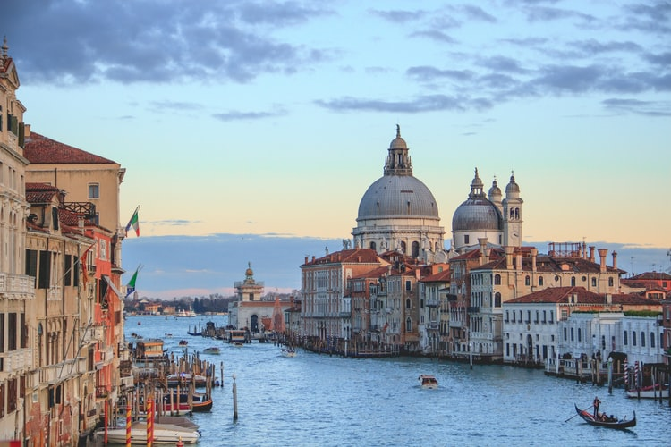 Looking to Move to Italy? Pros and Cons